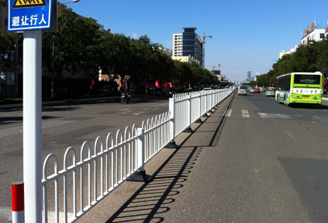 河南铁艺阳台护栏批发_pvc隔离栅、栏、网哪家好