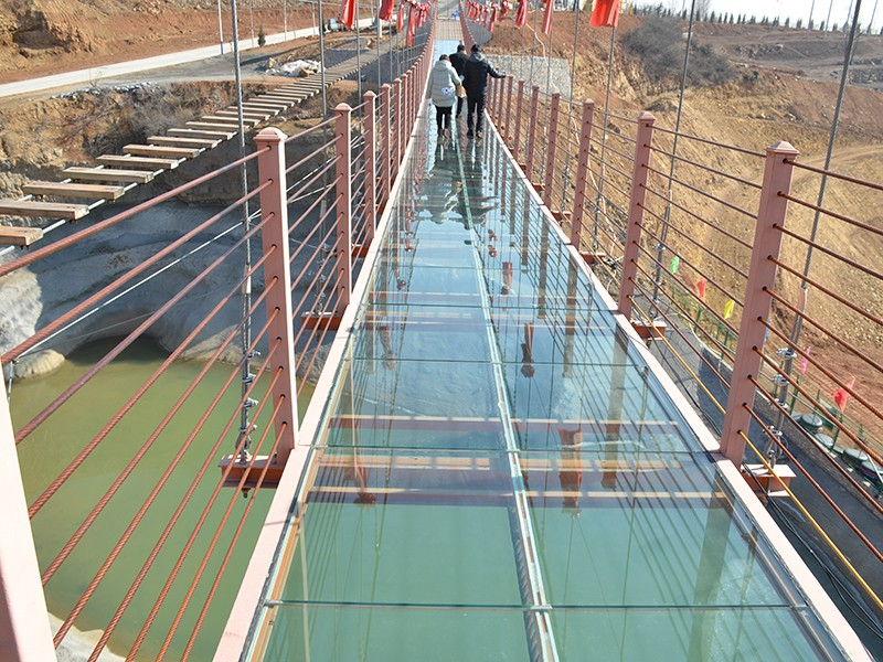 貴州玻璃吊橋價格_河北娛樂休閑項目合作生產廠