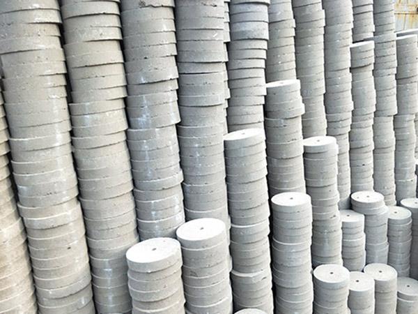 高强度混凝土钢筋垫块生产厂_湖北混凝土制品价格-新乡市万弘润建材有限公司