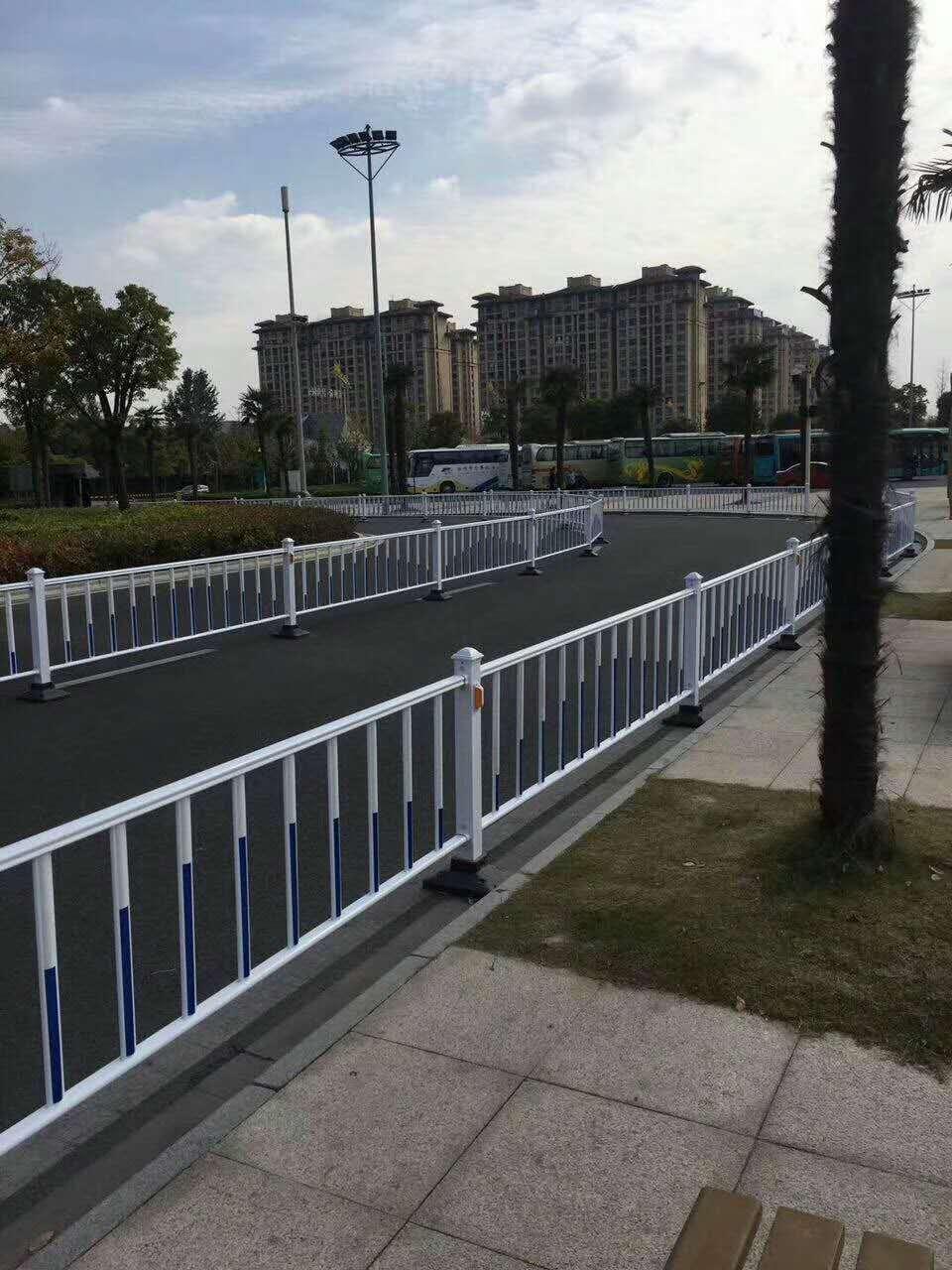 锌钢围墙护栏_双边护栏网相关-河南恒达金属丝网制品有限公司