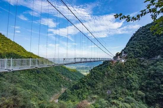 张家界亚森玻璃吊桥施工报价_玻璃吊桥施工安装相关-河南亚森旅游开发有限公司
