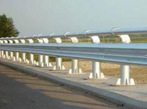 甘肃高速波形护栏多少钱_护栏相关-河南启赞交通设施工程有限公司