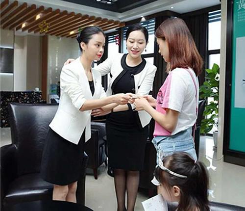 服务人员礼仪培训_正规礼仪服务-湖南隽德企业咨询管理有限公司