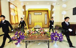 我们推荐长辈的灵堂布置_灵堂布置设备报价相关-湖南益安殡仪服务有限公司