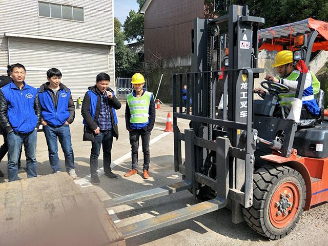 我们推荐挖掘机挖掘机培训_ 挖机培训内容相关-湖南华创安督教育咨询有限公司