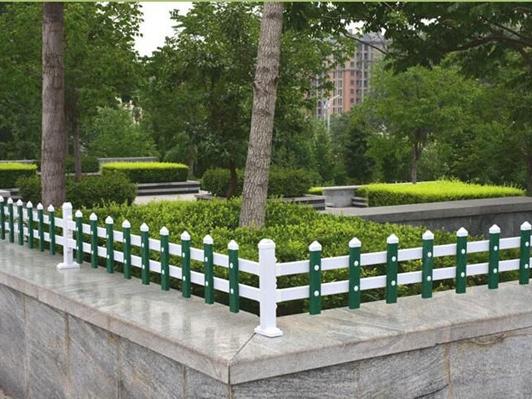 洛阳PVC草坪护栏报价_平顶山园艺护栏多少钱-河南恒达金属丝网制品有限公司