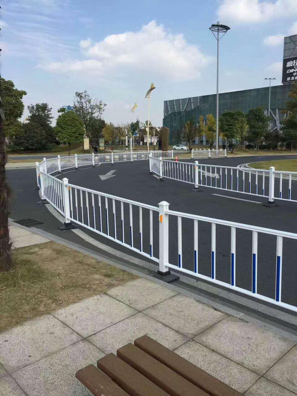 塑钢基坑护栏定制_生产基坑护栏电话相关-河南恒达金属丝网制品有限公司