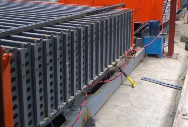 河南中型轻质复合墙板机报价_中型-济南立博精工机械设备有限公司