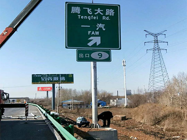 单悬臂标志杆制造厂家_立柱交通安全标志厂家-沧州胜翔交通设施有限公司