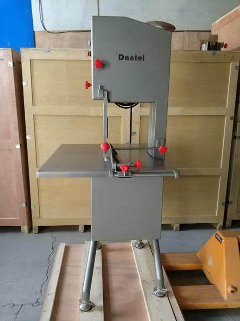 口碑好的安全的锯骨机销售_提供屠宰及肉类初加工设备-丹牛(北京)机械科技有限公司