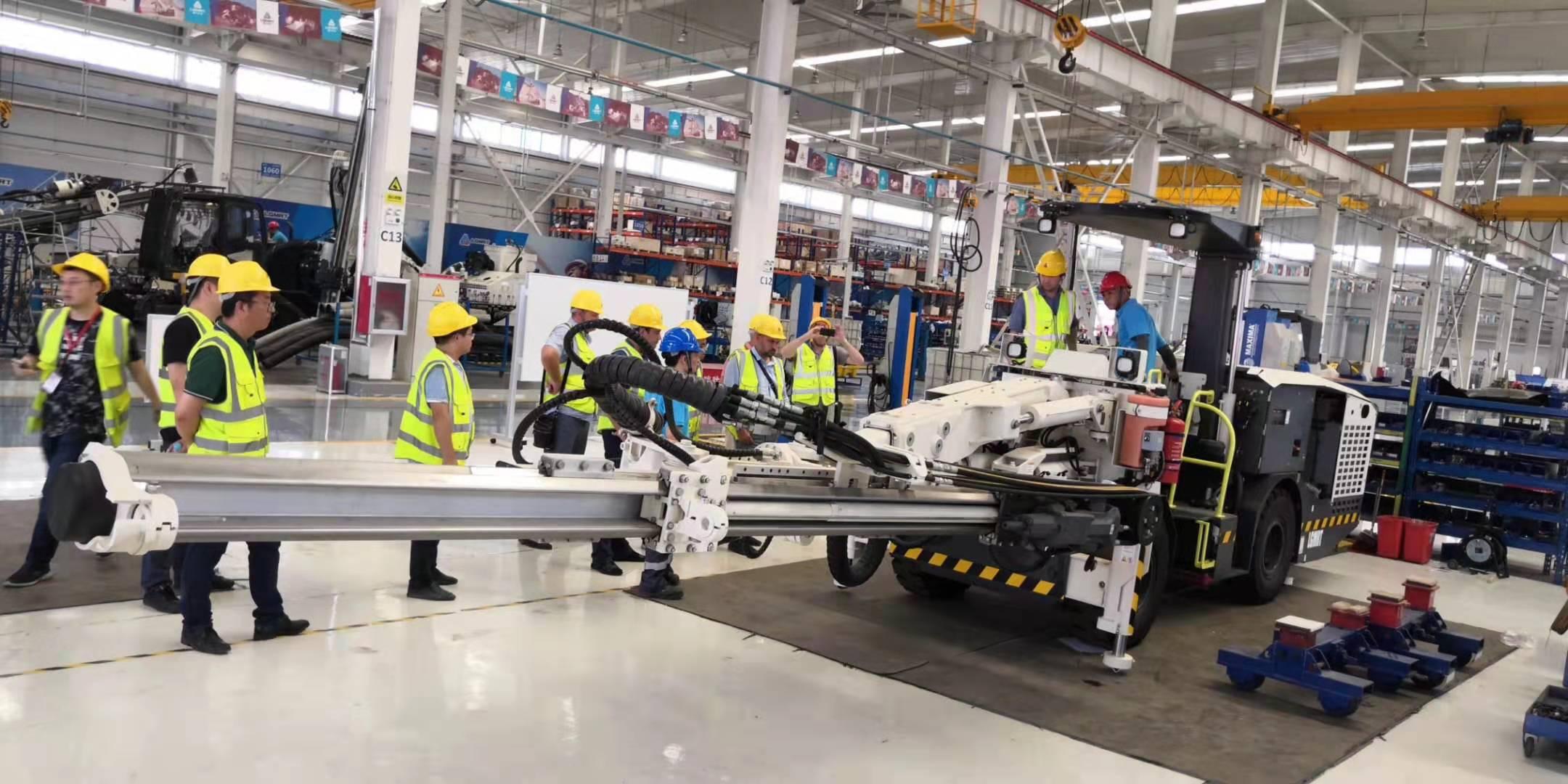 河北铲运机大修_顶锤钻机机械及行业设备多少钱-山东垒石机械设备有限公司