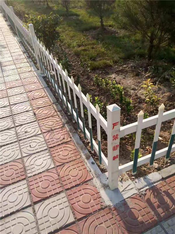 新型玻璃钢草坪护栏销售_内蒙安全、防护用品加工销售-新乡市祥泰复合材料有限公司