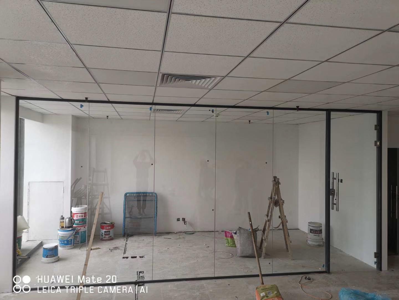 长沙双层玻璃隔断定制_办公室玻璃隔断相关-长沙泰镁装饰建材有限公司