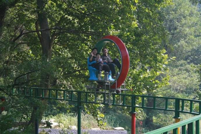 浙江公园玻璃吊桥价格_铁索娱乐休闲项目合作设备-河南晟宏游乐设备有限公司