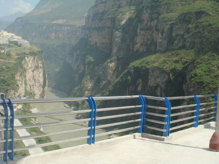 提供景观护栏定制_景观护栏供应相关-山东鑫曼金属制品有限公司