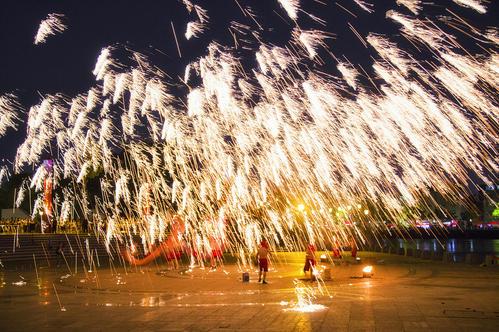 河南打铁花团队_何处有演出服务表演-洛阳森鑫打铁花专业表演团队