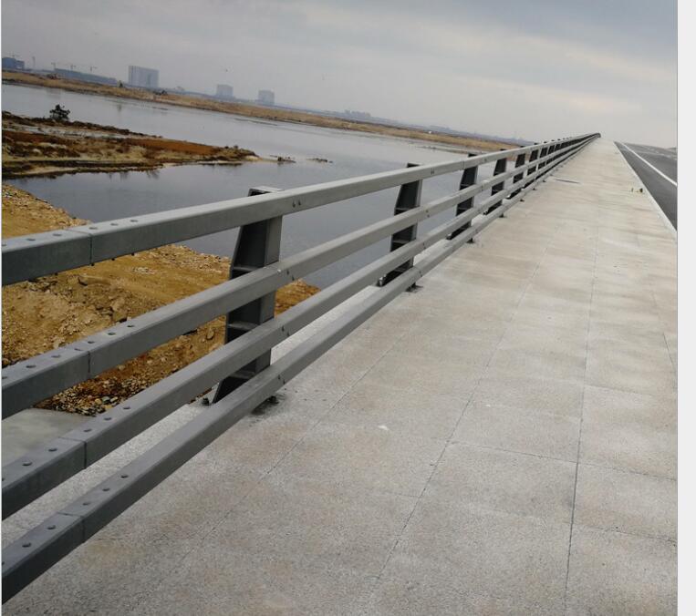 湖北质量好桥梁护栏厂家施工_质量好防撞设施价格-山东博鸣金属制造有限公司