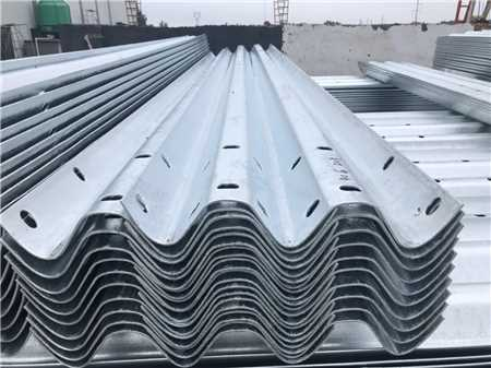 护栏板回收出售_废旧金属建材-武汉鲁汉纵贯商贸有限公司