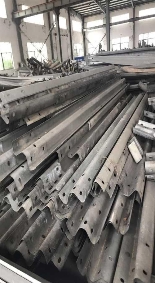 二手护栏板多少钱一吨-武汉鲁汉纵贯商贸有限公司
