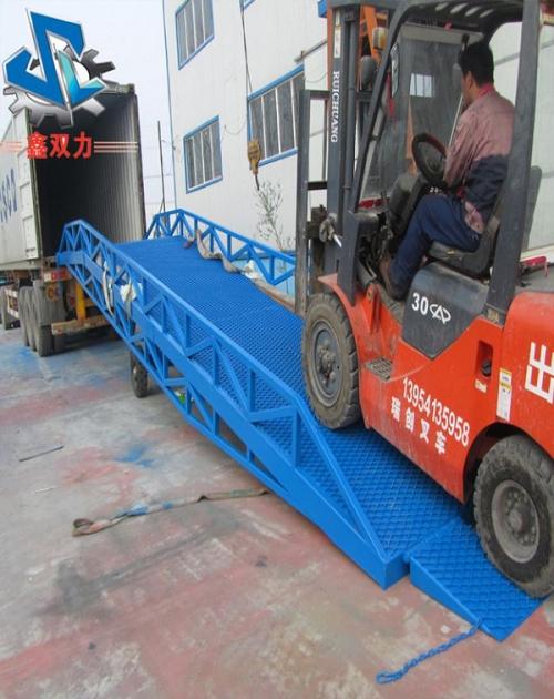18米移动式升降机厂家直销_四轮装载机械-济南双力升降机械有限公司