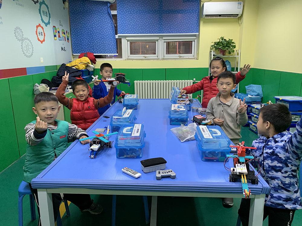威海幼儿机器人课程加盟_短期班教育教学软件培训-山东一思一动教育科技有限公司